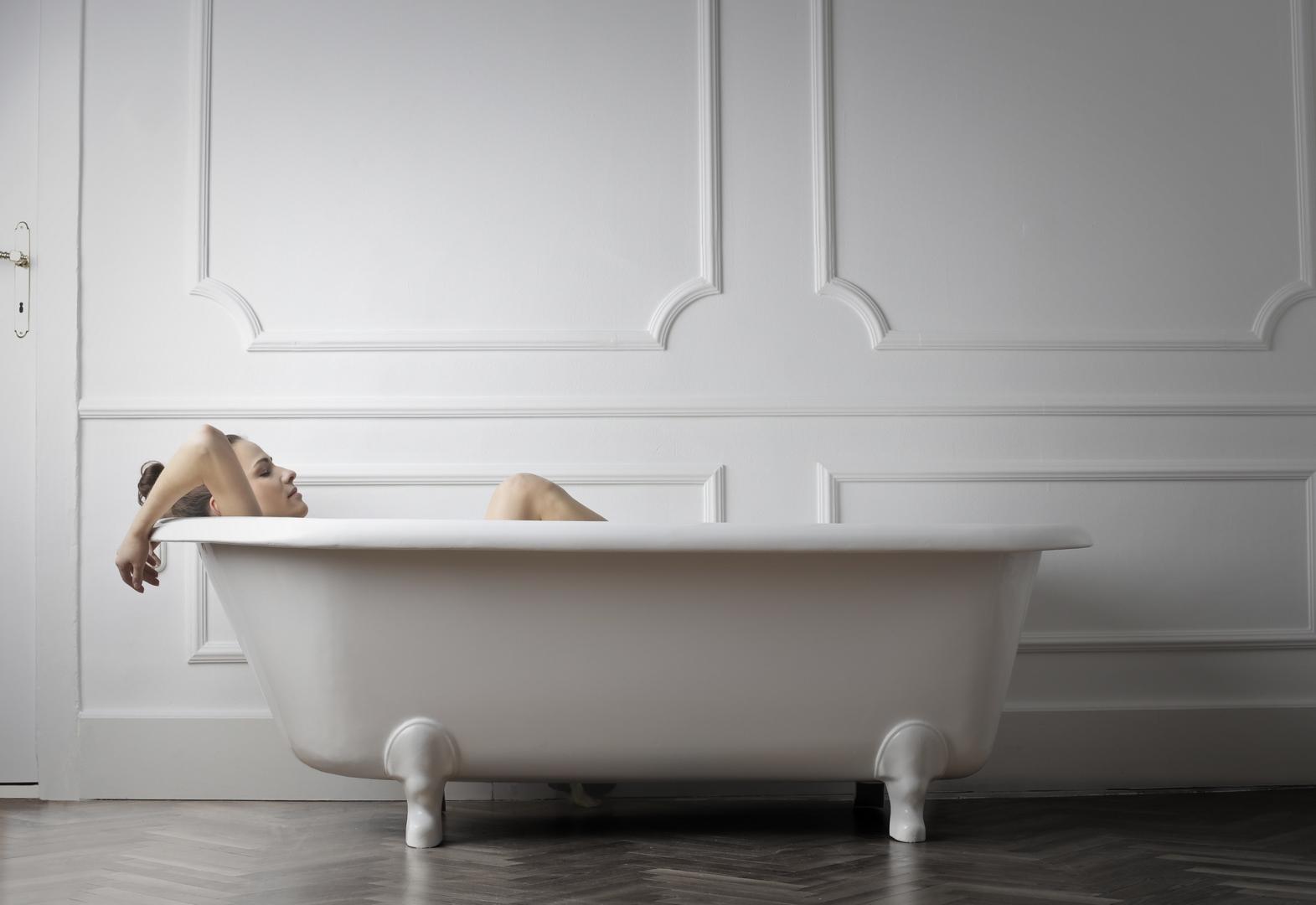 femme baignoire pensées